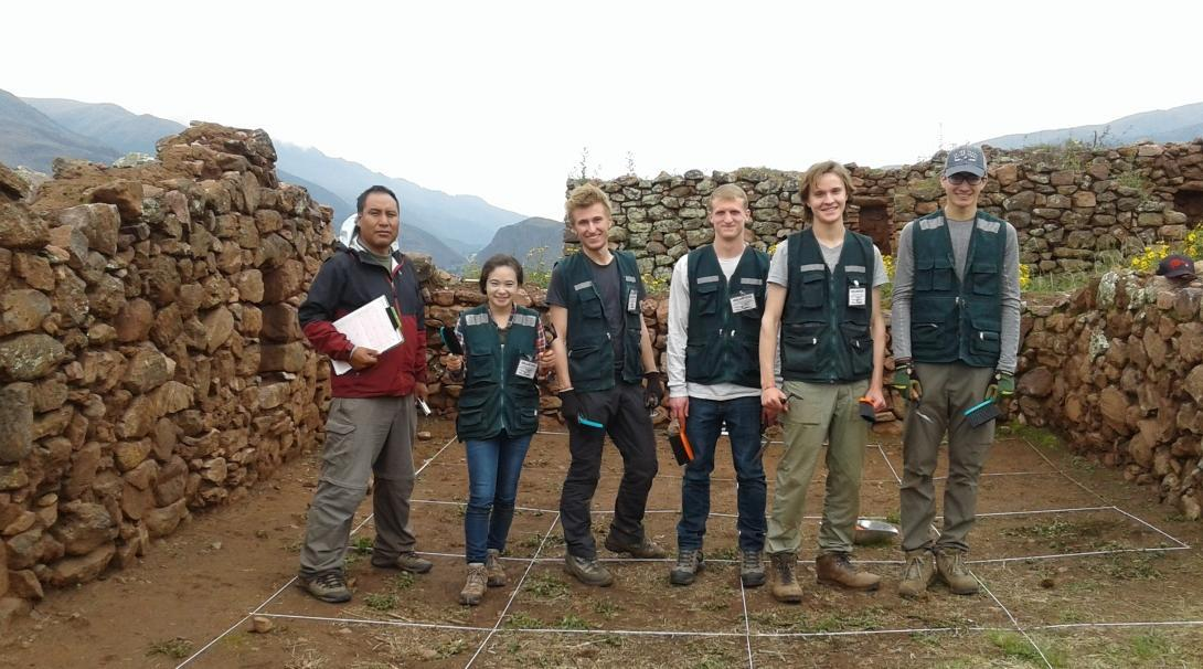 Projects Abroad staff guide volunteers during our Archaeology volunteer opportunities.